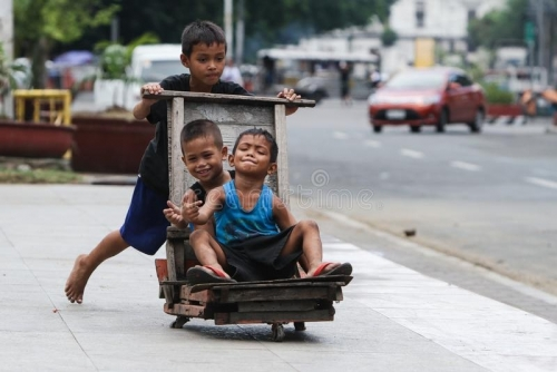 children-play-makeshift-wooden-trolley-liwasang-bonifacio-front-manila-central-post-office-lawton-131474336.jpg